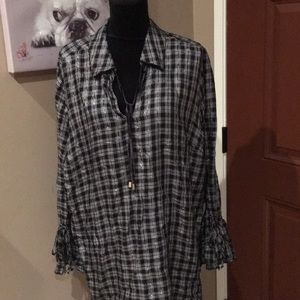 Tops - Black Checkered Ruffle Sleeved Ends 😍